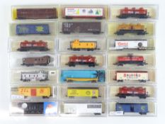 A group of N Gauge American Outline freight cars by various manufacturers - G in G boxes (21)