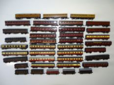 A large quantity of N Gauge passenger coaches by various manufacturers together with some kit