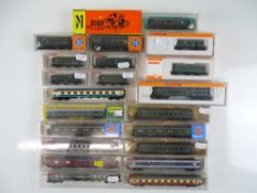 A quantity of boxed N Gauge European Outline passenger coaches by various manufacturers - G in G