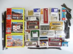 A large quantity of N Gauge kits, track and accessories by various manufacturers - G in G boxes (