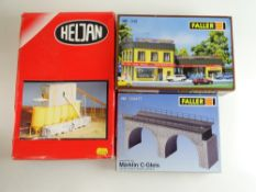 A group of building kits by FALLER and HELJAN, unchecked but appear complete - G/VG in F/G boxes (
