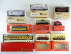 A group of American Outline wagons and coaches by RIVAROSSI - G/VG in F/G boxes (9)