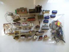 A group of Z gauge houses and accessories by MARKLIN and others - G unboxed (Q)