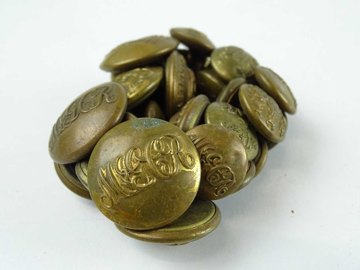 A quantity of brass uniform buttons - all appear to be for the Metropolitan Railway and associated - Image 3 of 6