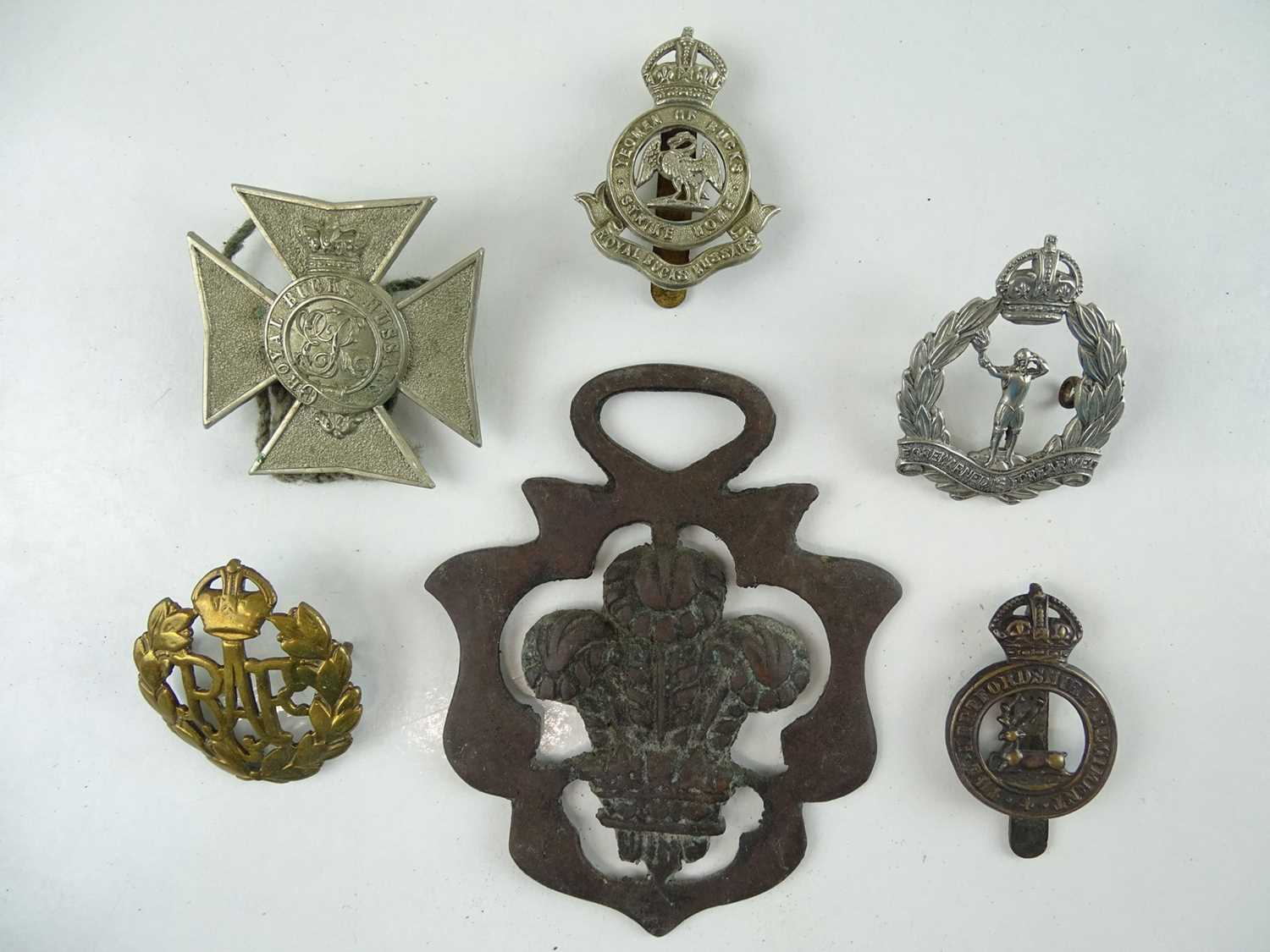 A group of military cap badges as lotted(6)