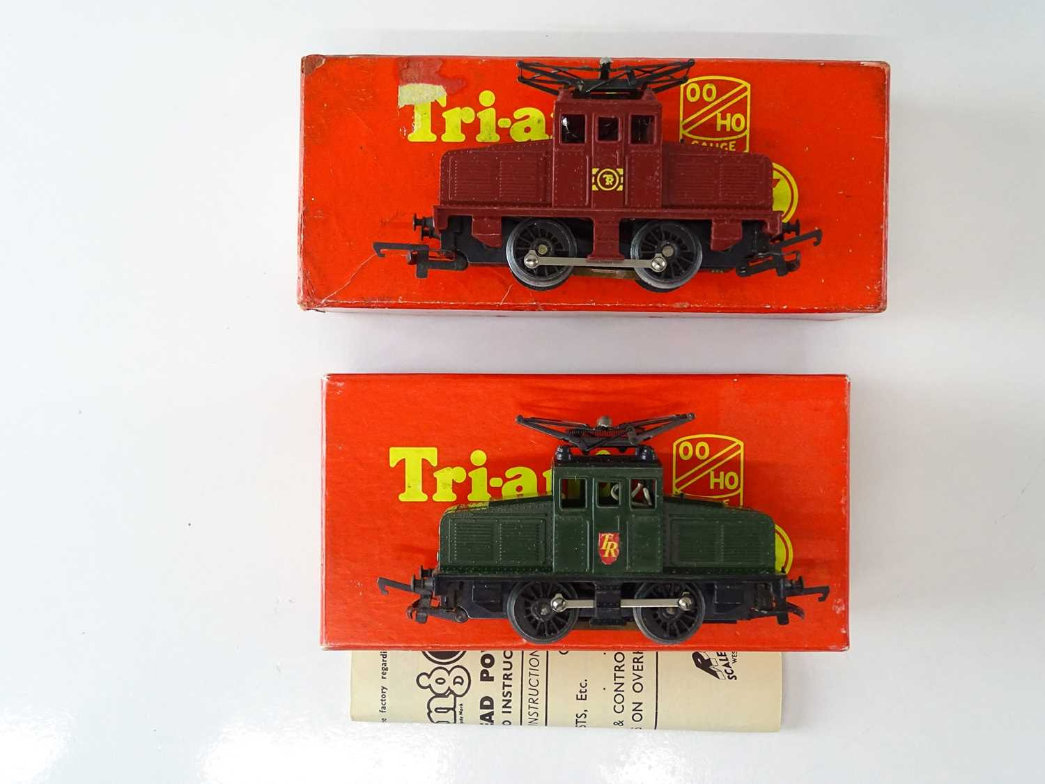 A pair of OO Gauge TRI-ANG steeple cab electric locos in maroon and green liveries - G/VG in G boxes