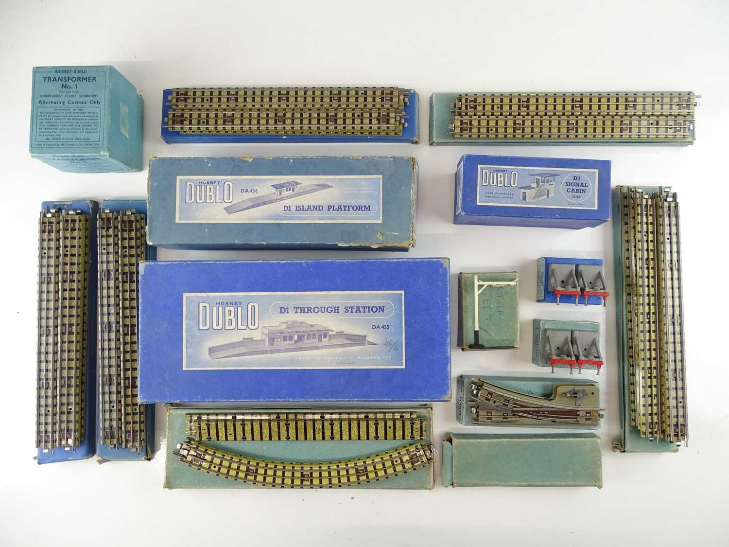 A large group of HORNBY DUBLO OO Gauge stations, track and accessories - G in G boxes (15)