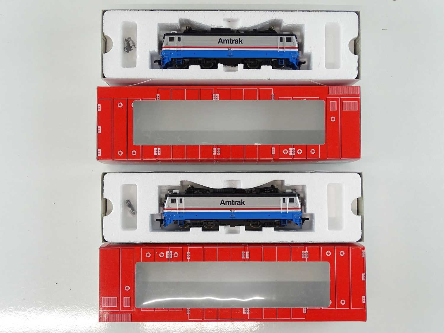 A pair of ATLAS HO Gauge American Outline electric locomotives in Amtrak livery - VG in G boxes (2)