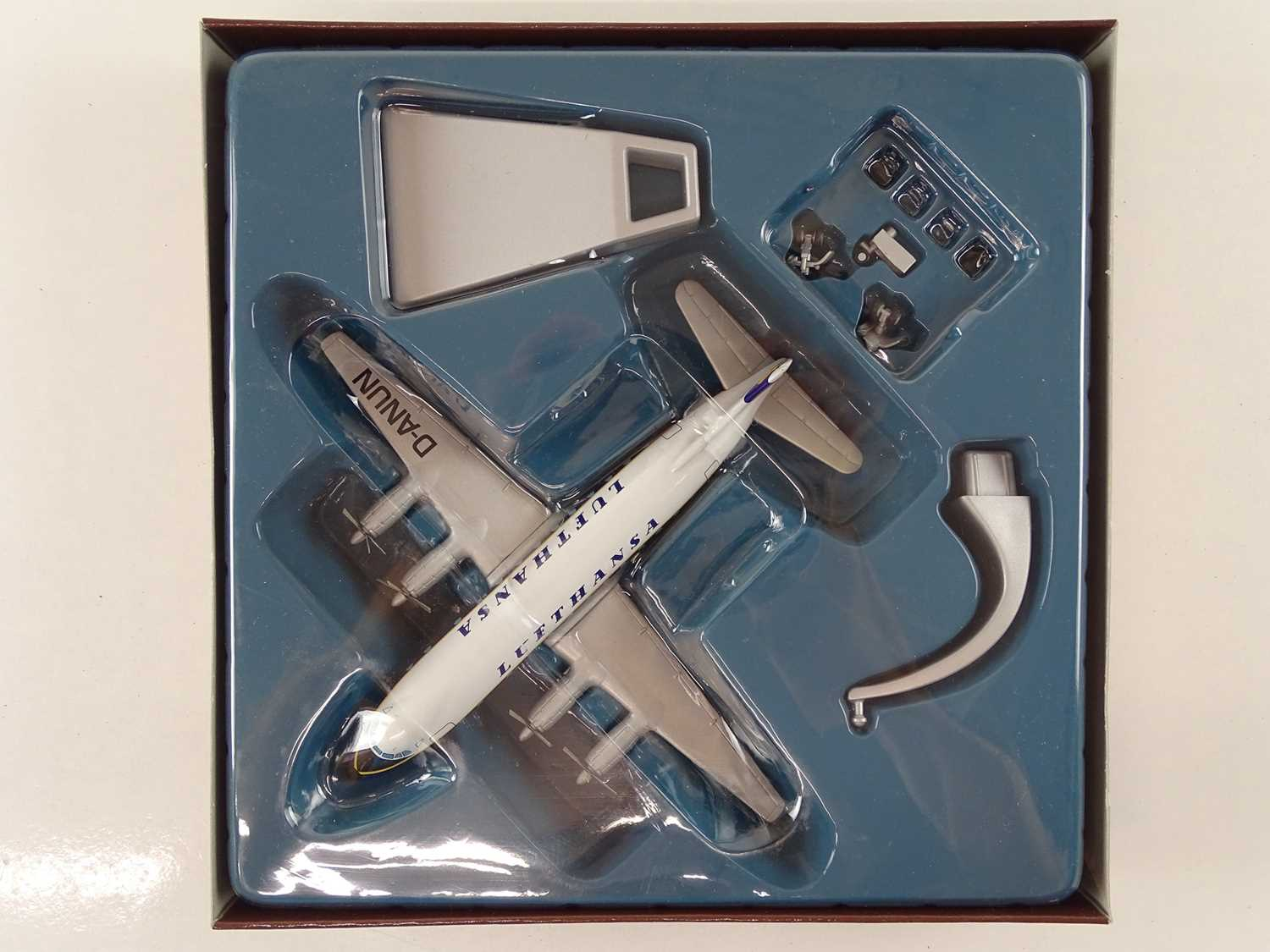 A group of CORGI AVIATION ARCHIVE 1:144 scale Classic Propliners Series Propellor Aircraft - VG in G - Image 9 of 10
