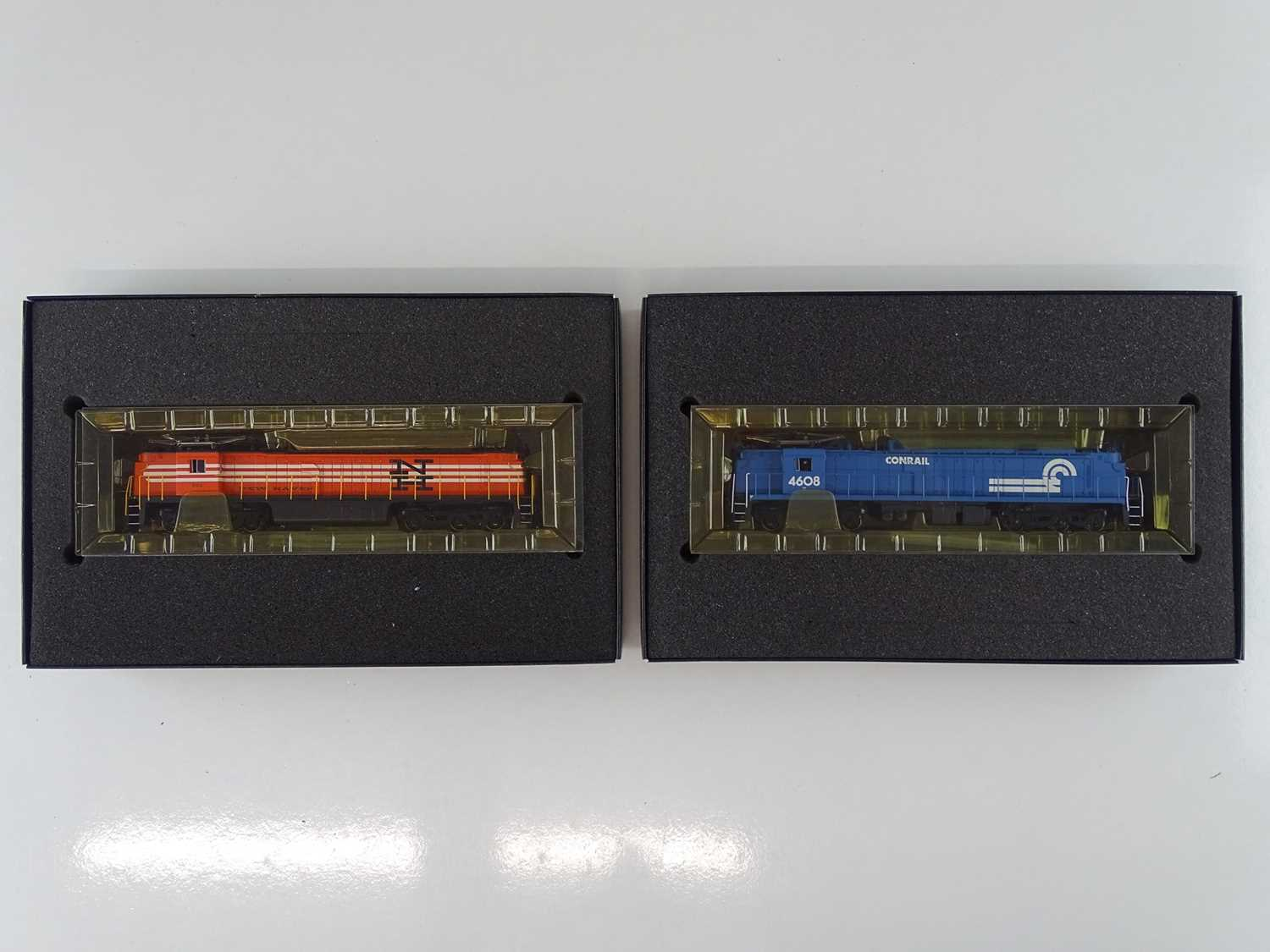 A pair of SPECTRUM HO Gauge American Outline Class E33 electric locos in Conrail and Newhaven