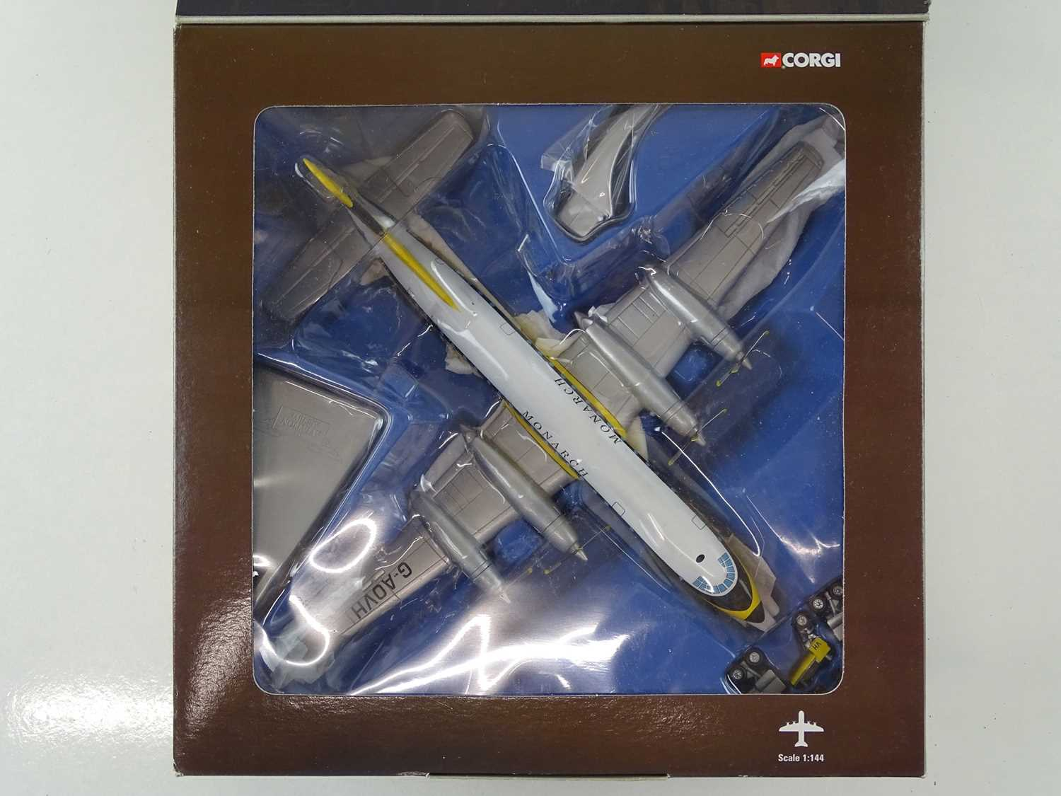 A group of CORGI AVIATION ARCHIVE 1:144 scale Classic Propliners Series Propellor Aircraft - VG in G - Image 3 of 10