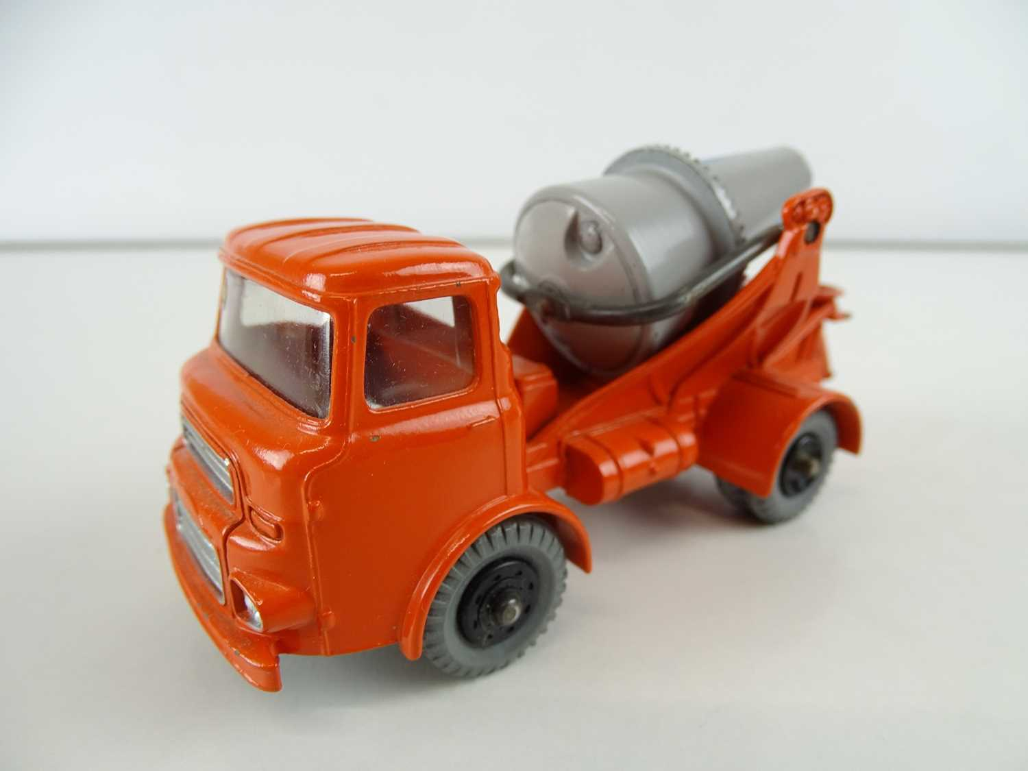 A DINKY 960 Lorry Mounted Concrete Mixer, grey/blue barrel, in blue/white striped SUPERTOYS box - - Image 2 of 4