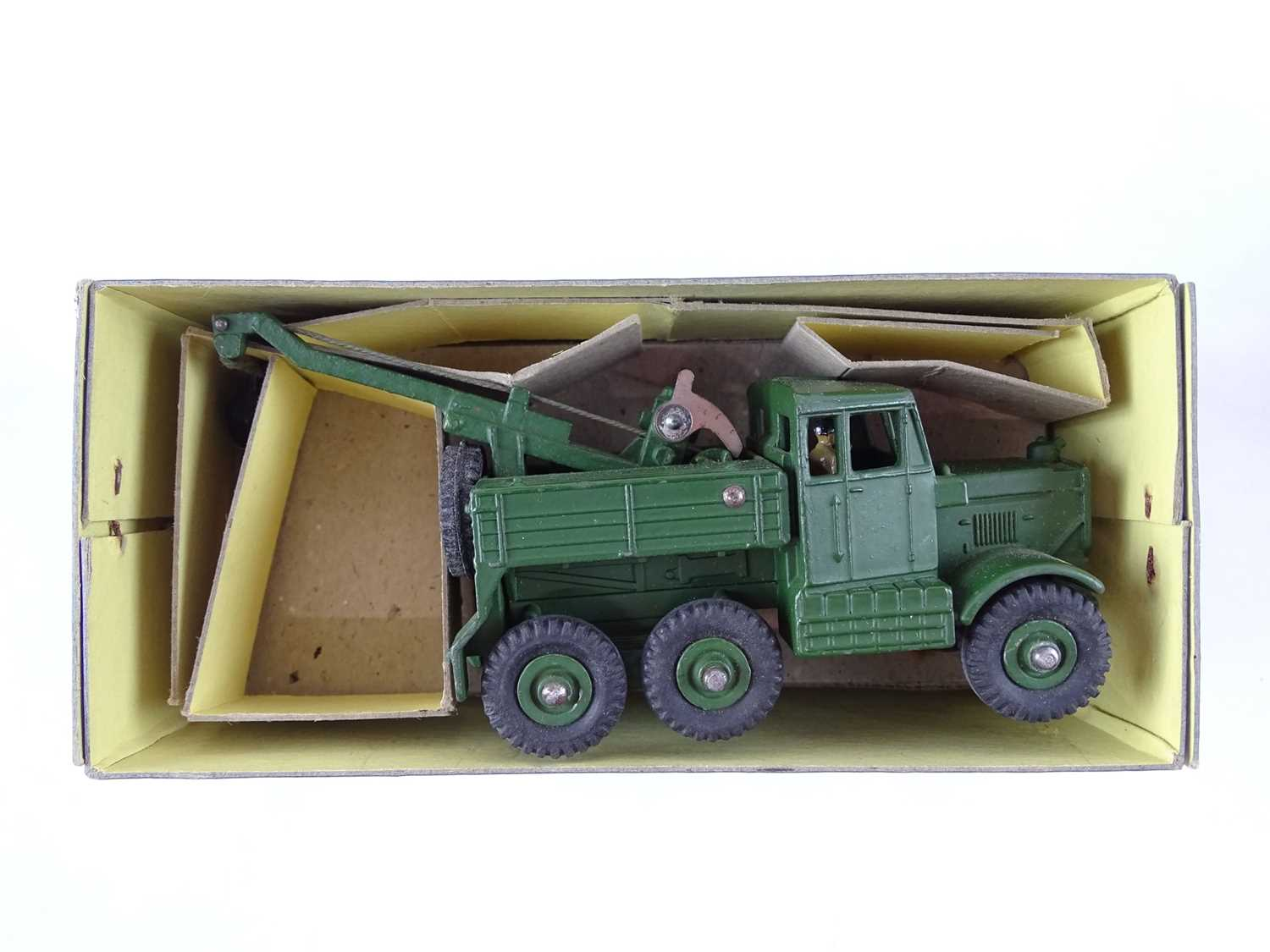A pair of DINKY military vehicles comprising a 622 Army Truck and a 661 Recovery Tractor ( - Image 2 of 3