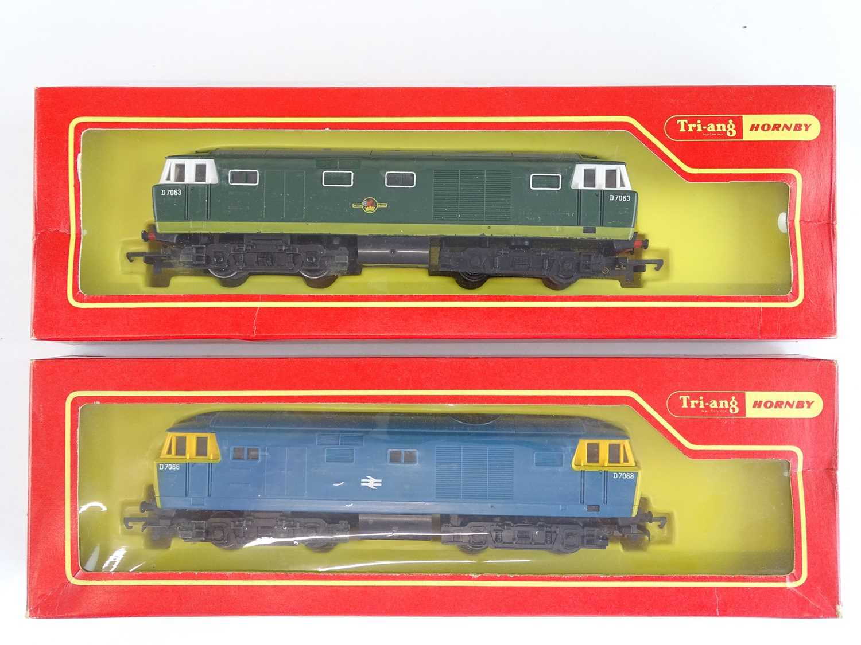 A pair of OO Gauge TRI-ANG HORNBY Hymek diesel locomotives in BR blue and green liveries - G/VG in