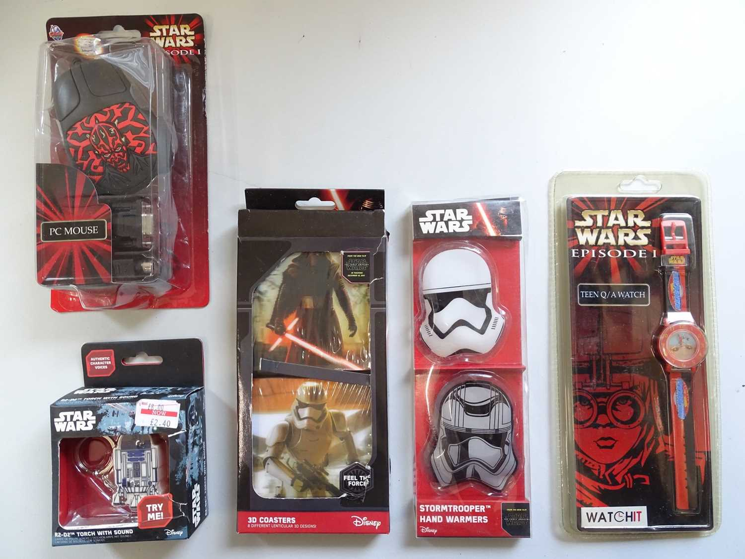 A large group of STAR WARS collectable items including a Darth Vader money bank together with books, - Image 8 of 8