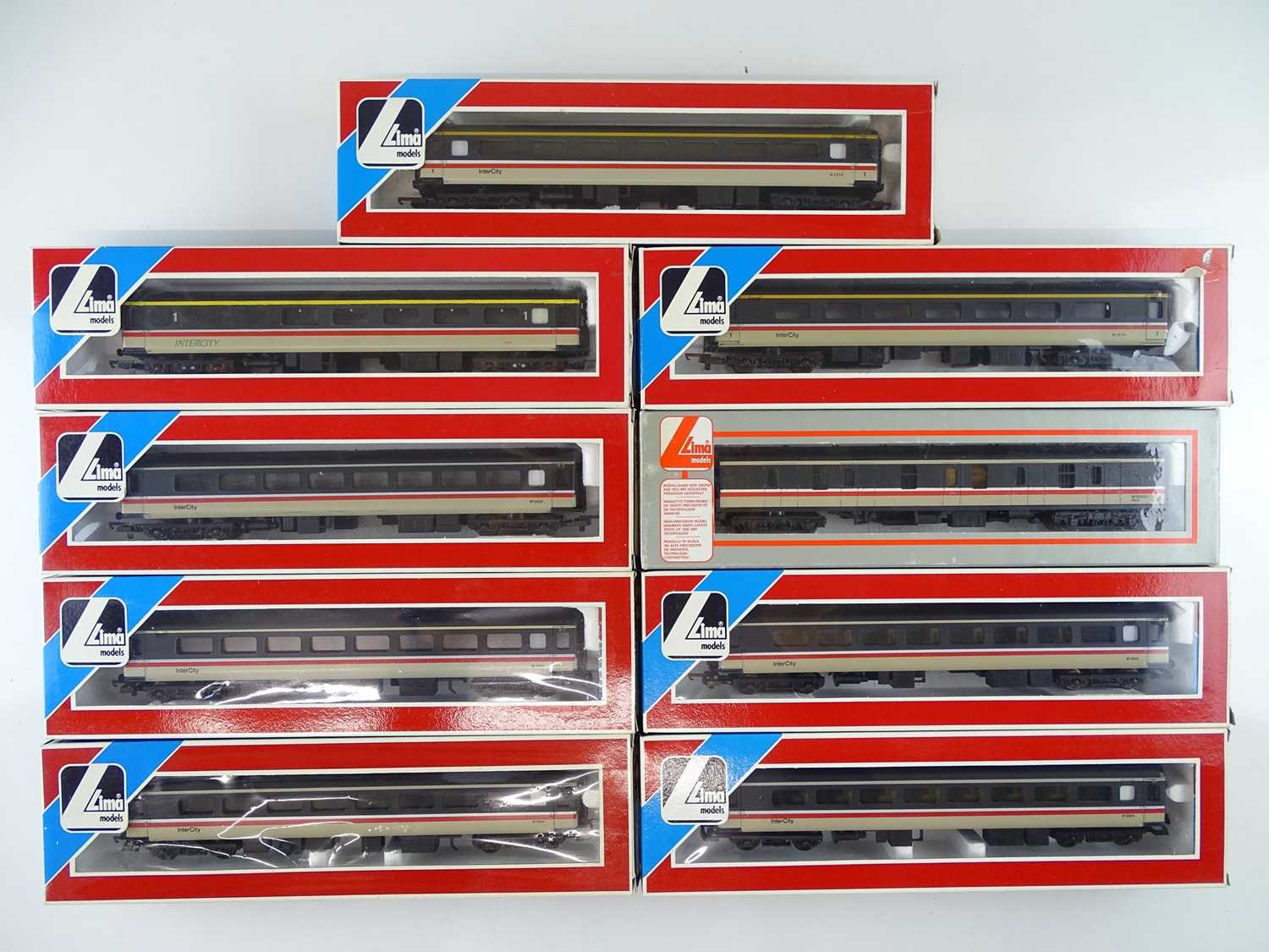 A group of OO Gauge LIMA Mark 1 and Mark 2 passenger coaches Intercity liveries - VG in G boxes (9)
