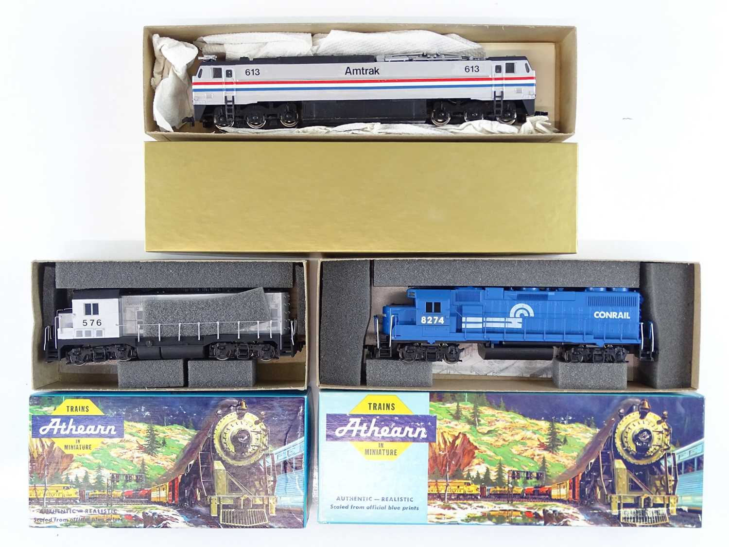 A group of American Outline HO Gauge diesel locos by ATHEARN in Conrail and Amtrak liveries - G in G