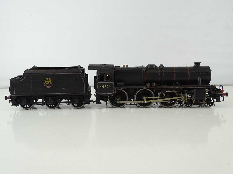 A kitbuilt O Gauge finescale Black 5 steam locomotive in BR black livery numbered 44964, vendor - Image 3 of 6
