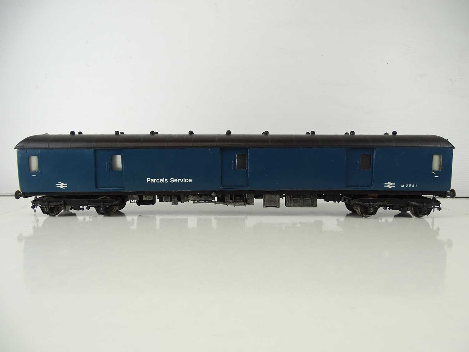 A kitbuilt O Gauge finescale Class 128 Diesel Parcels Railcar in BR blue livery - G/VG in a plain - Image 2 of 5