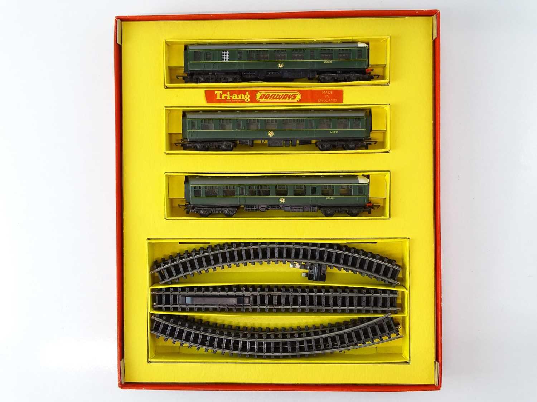 A TRI-ANG TT Gauge T7 Class 104 DMU Passenger Train Set - G/VG in G box - Image 2 of 4