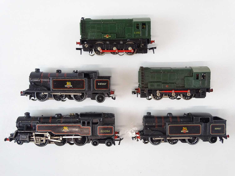 A group of HORNBY DUBLO OO Gauge 3-rail locomotives comprising 2 x Class 08 diesels, 2 x Class N2