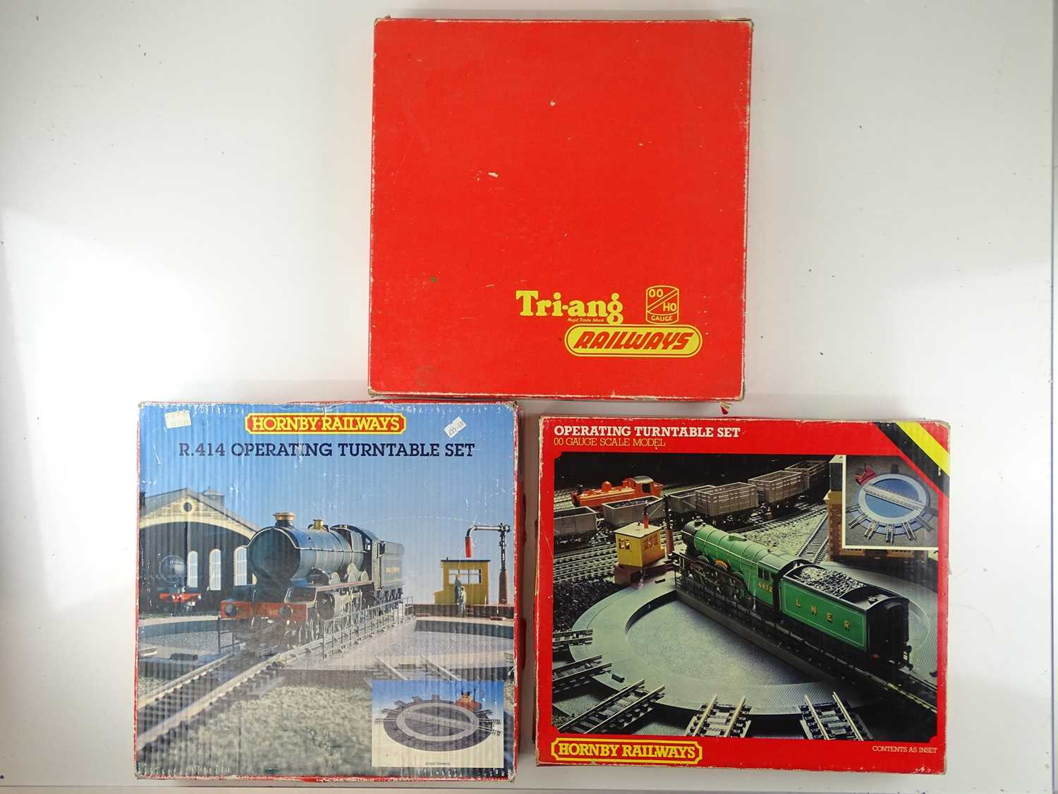 A group of TRI-ANG and HORNBY OO Gauge Operating Turntables - G/VG in F/G boxes (3)