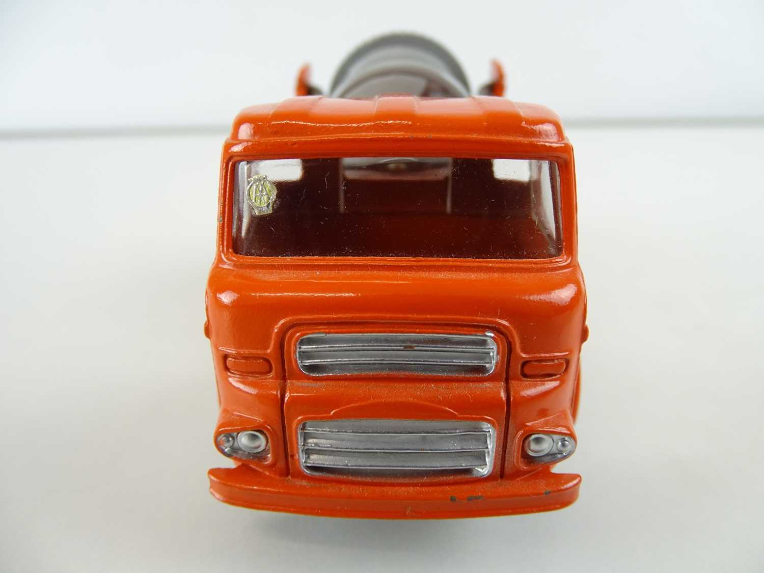 A DINKY 960 Lorry Mounted Concrete Mixer, grey/blue barrel, in blue/white striped SUPERTOYS box - - Image 3 of 4