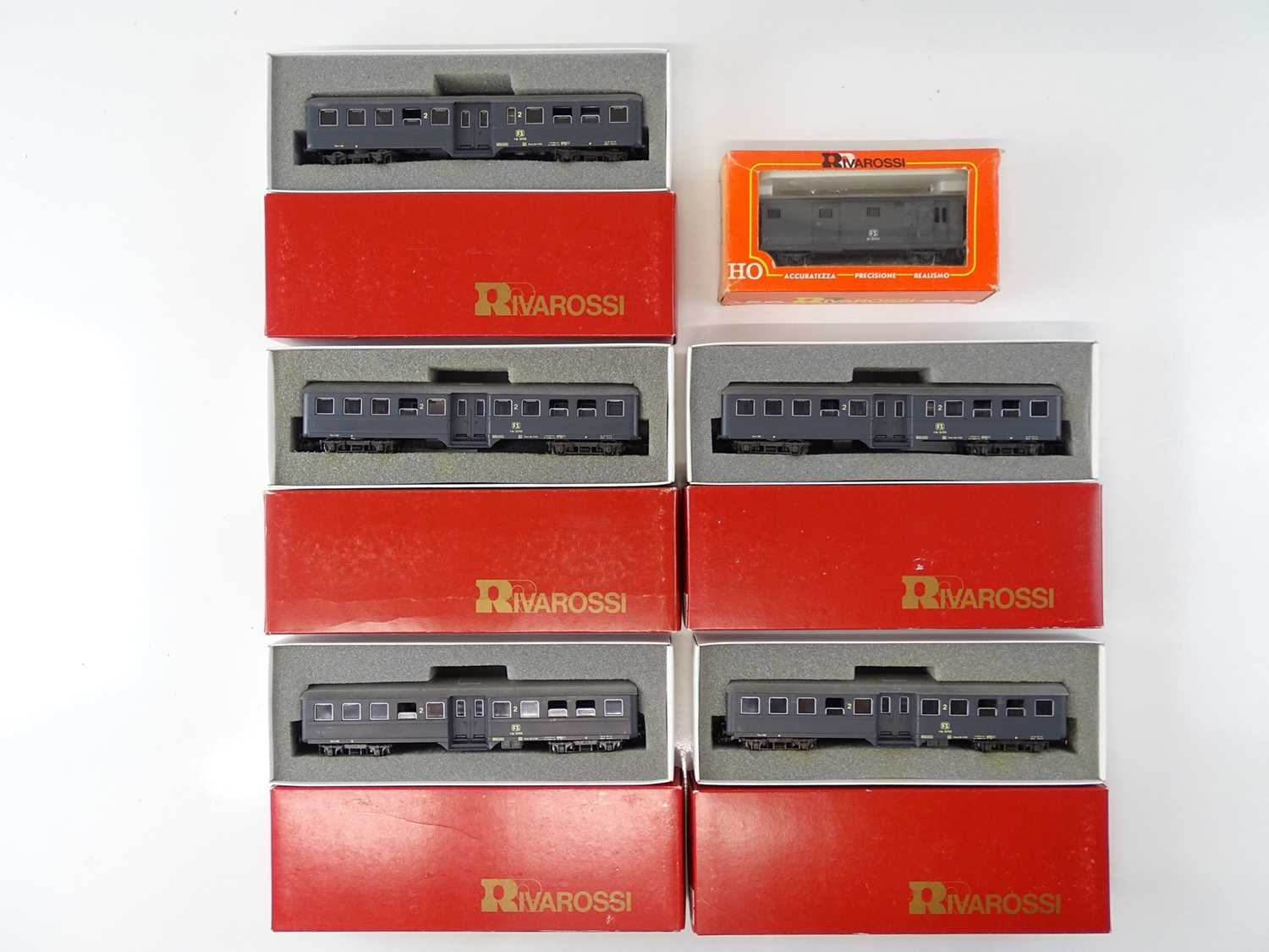 A group of Italian Outline HO Gauge coaches by RIVAROSSI in FS livery - VG in G boxes (6)