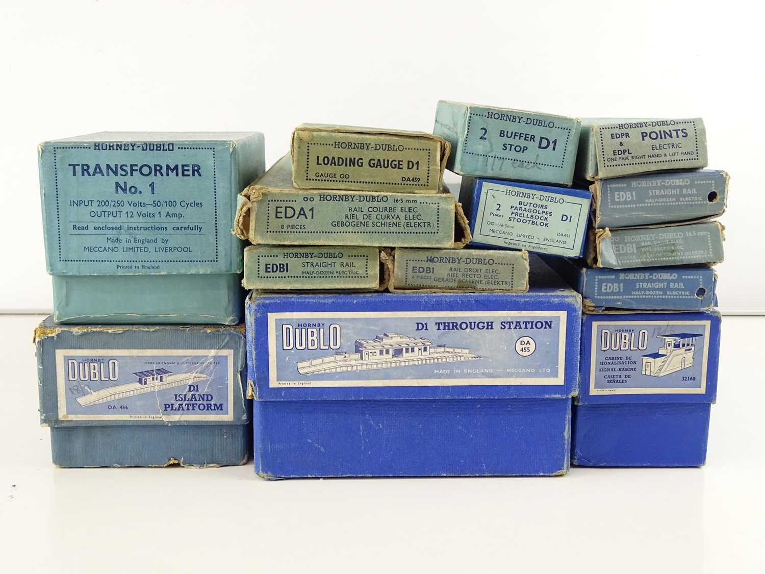 A large group of HORNBY DUBLO OO Gauge stations, track and accessories - G in G boxes (15) - Image 3 of 3