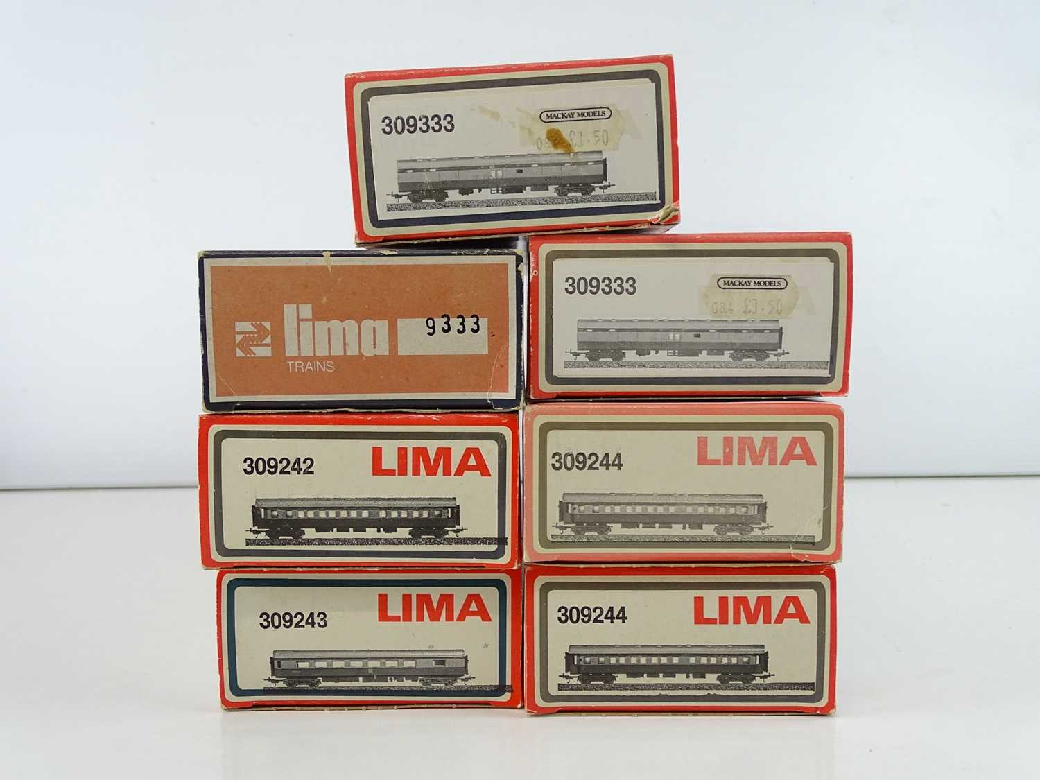 A group of LIMA HO Gauge South African Outline express passenger coaches in SAR brown/grey - Image 2 of 2