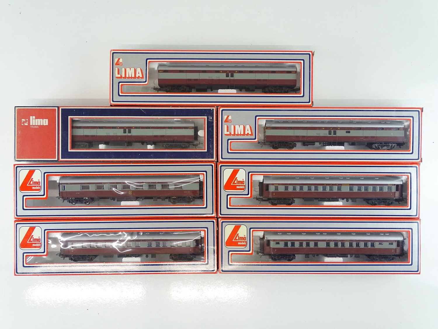 A group of LIMA HO Gauge South African Outline express passenger coaches in SAR brown/grey