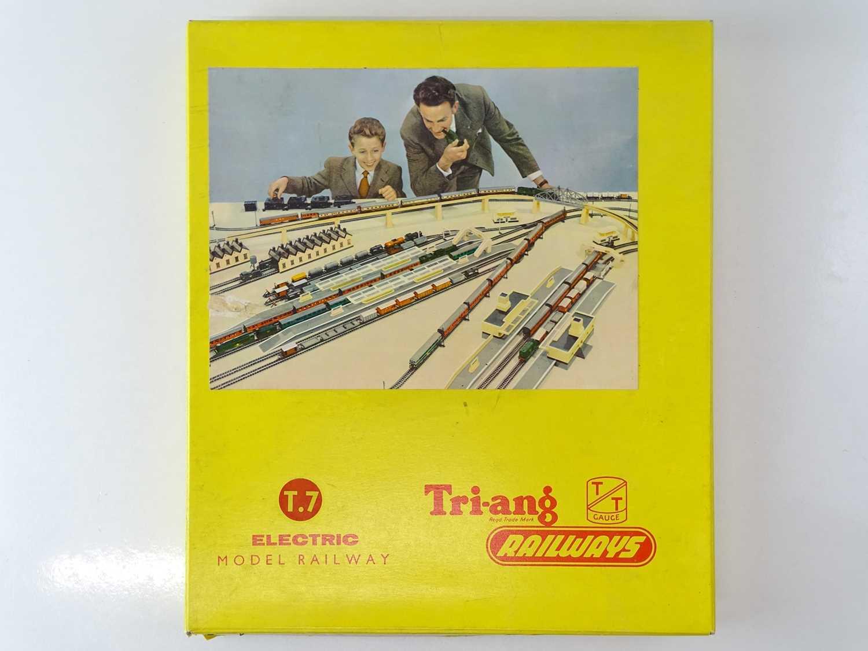 A TRI-ANG TT Gauge T7 Class 104 DMU Passenger Train Set - G/VG in G box