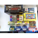 A large tray of modern diecast cars, vans and lorries by CORGI, VANGUARDS etc, together with a