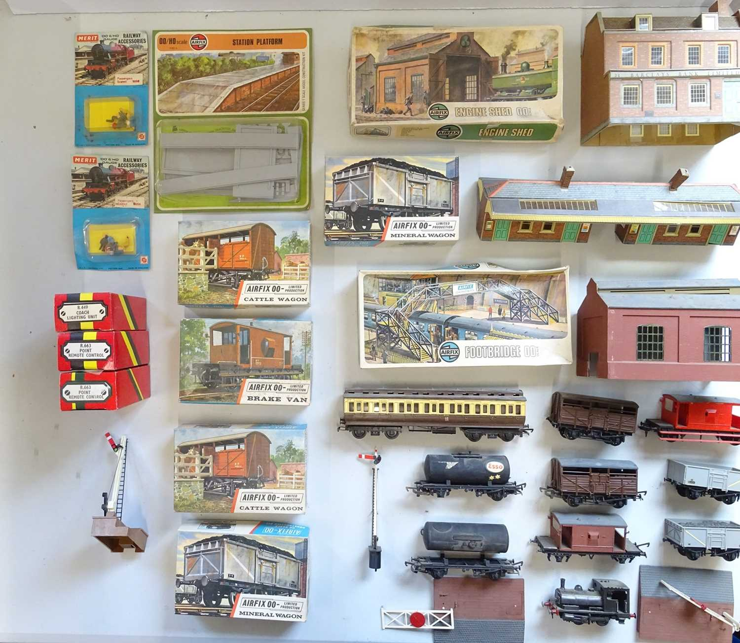 A large quantity of track and accessories for OO Gauge model railways to include a Zero 1 - Image 5 of 6