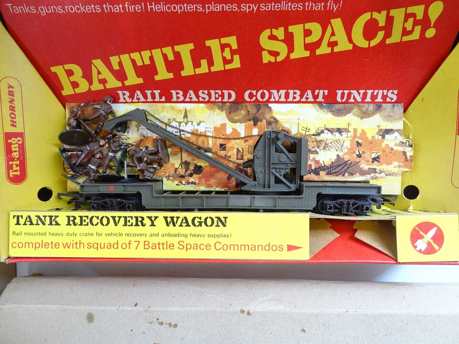 A pair of TRI-ANG HORNBY OO Gauge Battle Space wagons comprising a Tank Recovery Wagon and a Red - Image 3 of 3
