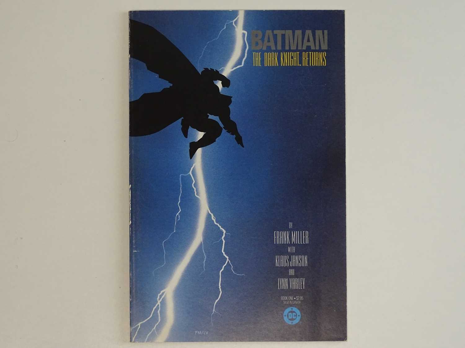BATMAN: DARK KNIGHT RETURNS #1 - (1986 - DC) - First Printing - First appearance of Carrie Kelly +