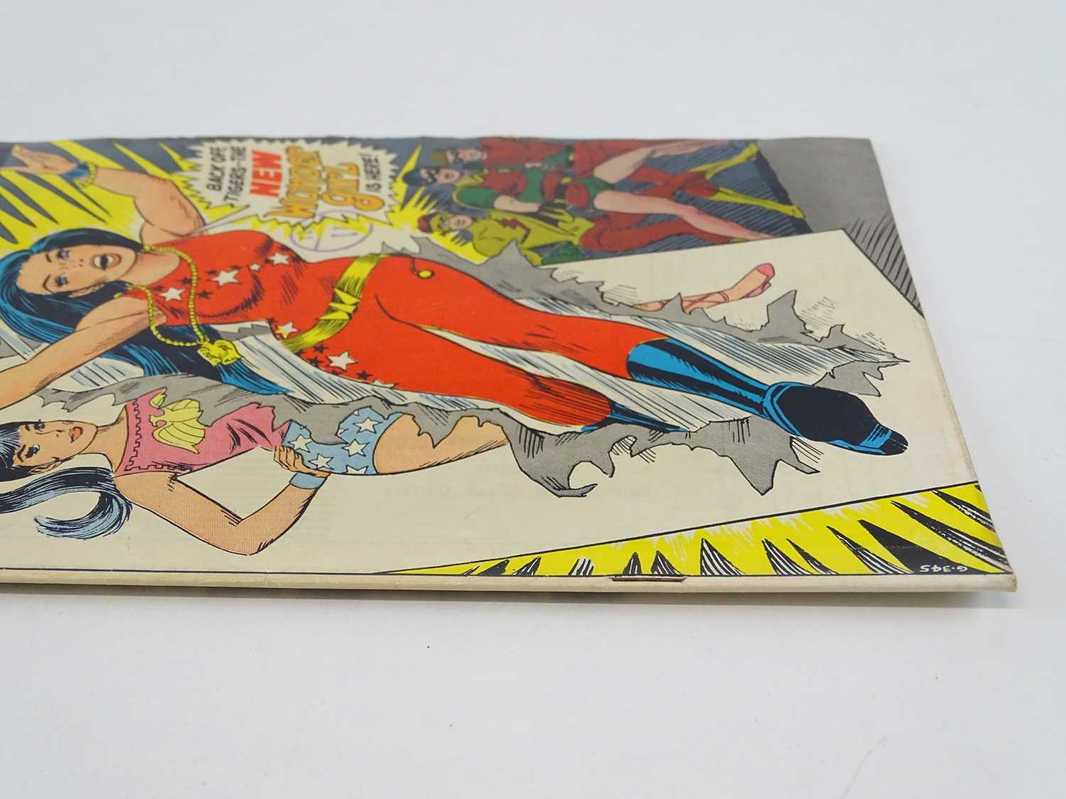 TEEN TITANS #23 - (1969 - DC - UK Cover Price) - Classic DC Cover - New costume for Wonder Girl - Image 9 of 9