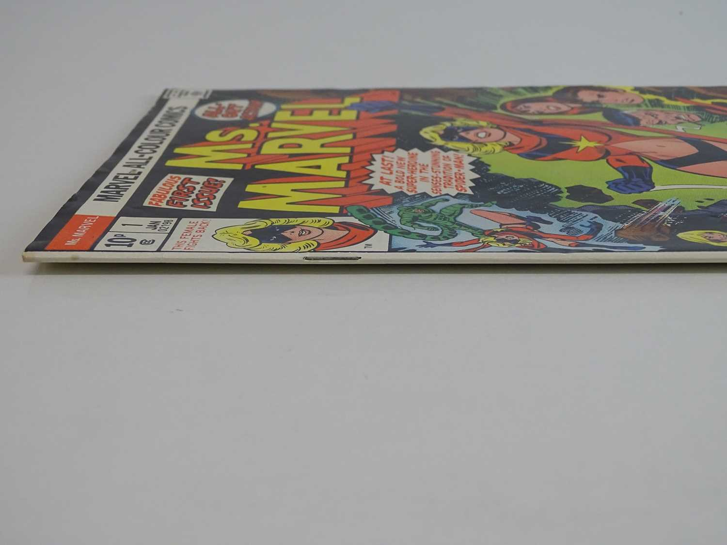 MS. MARVEL #1 - (1977 - MARVEL - UK Price Variant) - Ms. Marvel's first own title solo series + - Image 8 of 9