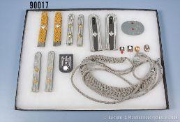 Effektenkonvolut 3. Reich, 4 Paar Schulterstücke, Adjutantenschnur, Erkennungsmarke und 4...