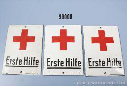 """Konv. 3 Emailleschilder """"Erste Hilfe"""", Größe ca. 10,5 x 14,5 cm, guter Zustand, teilweise..."""