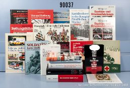 Konv. 22 Bücher und Broschüren NK, überwiegend Literatur Deutsches Rotes Kreuz im 3....