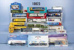 Konv. 26 H0 Modellfahrzeuge, u. a. Sattelzüge, Transporter, Lastzüge usw., sowie 12 ...