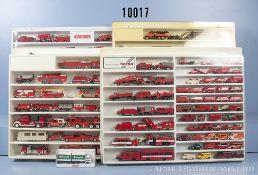 Konv. ca. 180 Modellfahrzeuge in 4 Kunststoffvitrinen, überwiegend ...
