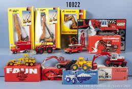 Konv. 10 Baufahrzeuge, dabei Mobilbagger, Raupenbagger, Gabelstapler usw., Hersteller ...