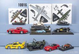 Konv. 30 Modelle, dabei Sportwagen, Oldtimer, Flugzeuge, Pkw usw., Metallausf., M 1:18 ...