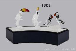 Konv. 3 Swarovski Tierfiguren, dabei Tukan mit bunten Schnabel auf Ast, Kakadu mit ...