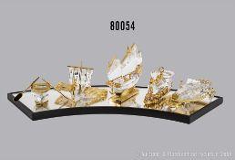 Konv. 5 Swarovski Teile, dabei Ruderboot mit Ständer, Wikingerschiff, Wagen, Lokomotive ...