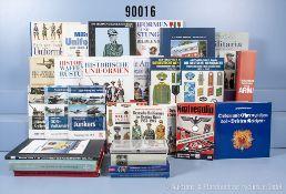 """Konv. 29 Bücher (NK) überwiegend über Auszeichnungen und Uniformierung u.a. """"Handbuch ..."""