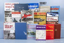 Konv. 47 Bücher über die Fallschirmjägertruppe, Flugzeuge und Bombenkrieg, NK, ...
