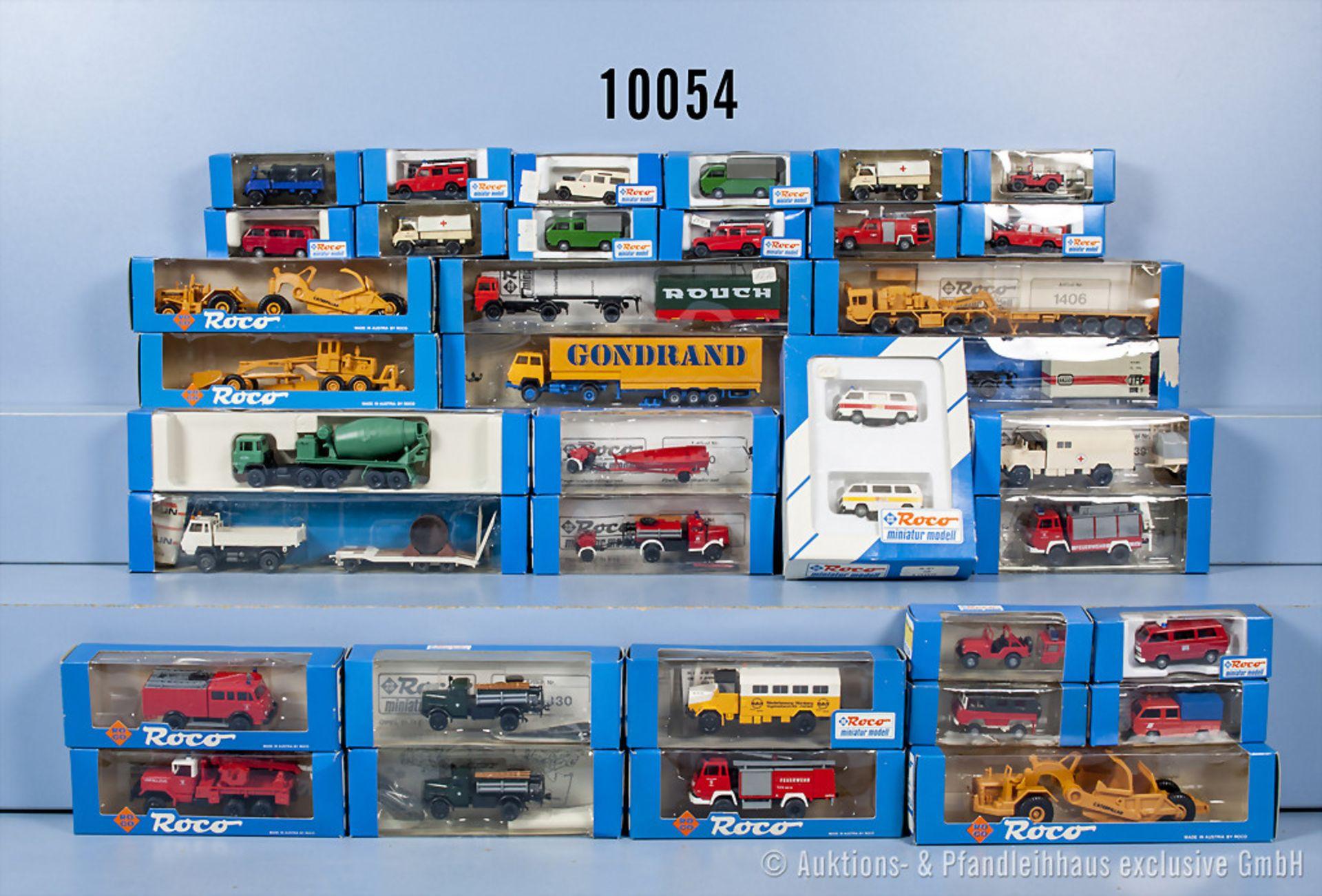 Konv. 35 Roco H0 Modellfahrzeuge, dabei  Lkw, Einsatzfahrzeuge, Baumaschinen, Anhänger ...